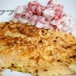 Lauch-Kartoffelpuffer mit Reis und Tomaten