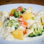 Brokkoli – Blumenkohl – Auflauf mit Möhren und Salzkartoffeln